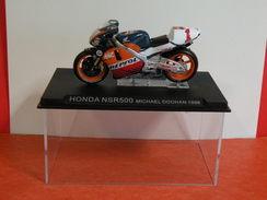 MOTO 1/24 > Honda NSR 500 Michael Doohan 1998 (sous Vitrine) - Motorcycles