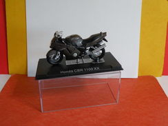 MOTO 1/24 > Honda CBR 1100 XX (sous Vitrine) - Motorcycles
