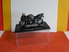 MOTO 1/24 > Honda CBR 1100 XX (sous Vitrine) - Motos