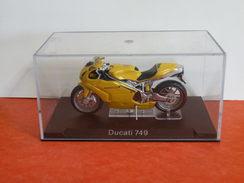 MOTO 1/24 > Ducati 749 (sous Vitrine) - Motorcycles