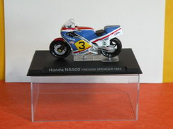 MOTO 1/24 > Honda NS 500 Freddie Spencer 1983 (sous Vitrine) - Motos