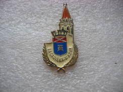 Pin's De La Cadiere D'Azur, Ville Située Dans Le Département Dub VAR - Police