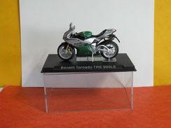 MOTO 1/24 > Benelli Tornado TRE 900LE (sous Vitrine) - Motorcycles