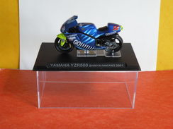 MOTO 1/24 > Yamaha YZR 500 Shinya Nakano 2001 (sous Vitrine) - Motorcycles
