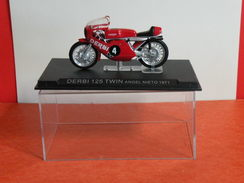 MOTO 1/24 > Derbi 125 TWIN Angel Nieto 1971 (sous Vitrine) - Motos