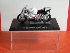 MOTO 1/24 > Honda VTR 1000 SP 2 (sous Vitrine) - Motos