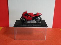 MOTO 1/24 > Yamaha YZR M1 Max Biaggi 2002 (sous Vitrine) - Motorcycles