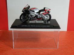 MOTO 1/24 > Aprilia RS3 Régis Laconi 2002 (sous Vitrine) - Motos