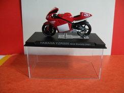 MOTO 1/24 > Yamaha YZR 500 Max Biaggi 2001 (sous Vitrine) - Motorcycles