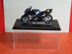 MOTO 1/24 > Yamaha R7 J.M Deletang - F. Foret - M. Willis 2000 (sous Vitrine) - Motorcycles
