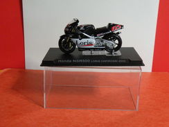 MOTO 1/24 > Honda NSR 500 Loris Capirossi 2002 (sous Vitrine) - Motos