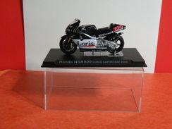 MOTO 1/24 > Honda NSR 500 Loris Capirossi 2002 (sous Vitrine) - Motorcycles