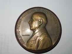 MEDAILLE BRONZE MARECHAL PETAIN- FETE DU TRAVAIL 1942-  OFFERT PAR LE MARECHAL - SIGNE PIERRE TURIN- - 1939-45