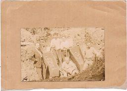 CARTE PHOTO A IDENTIFIER -  Recherche De Cadavres??  - Au Dos Ecris Bourbon Lancey - BORD - - Te Identificeren
