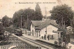 BERNOUVILLE La Gare Arrivee D Un Train - France