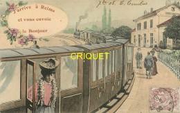 51 Reims, Fantaisie Colorisée, J'arrive à Reims..., Train En Gare Et Femme Qui Descend Du Wagon..., Affranchie 1908 - Reims