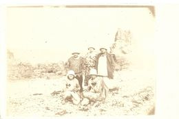 A Identifier. Cpa Photo Souvenir De Vacances D'un Groupe De Femmes Sur Une Plage A Val André. - A Identifier