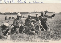 Militaria  : Camp De Mailly ( Soldats D'infanterie Actionnant Une Mitrailleuse ) - Caserme