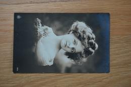 1090/ Jeune Fille (1914) - Portraits