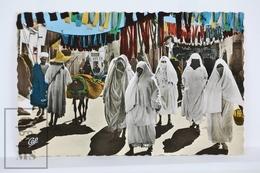 Old Postcard Morocco - Souk Es Sabbaghine - Scenes Et Types - Le Souk Aux Teinturiers - África