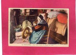 Folklore, Costumes, La Bretagne, Vieille Femme Du Faouët Au Rouet, Animée, 29 Finistère, (Gaby) - Vestuarios