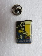 Pin's 174 - Bière Buckler - Vélo Maillot Jaune - Beer