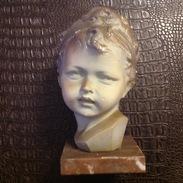 SMC. 148. Buste En Plâtre D'un Enfant De Nelson. Base En Marbre - Sculptures
