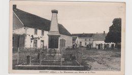 Ronnet  Le Monument Au Morts Et La Place - Francia