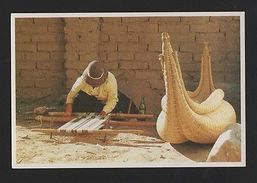 BOLIVIA Postcard CLOTH WEAVING Textile TAJEDORA DE TELAR ISLA SURIQUE Z1 - Postcards