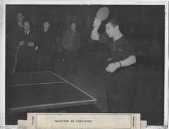 CHAMPION DE PING PONG / ANNEES 50  /  PHOTO ORIGINALE PHOTO FRANCE - Sport