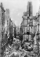 35 - SAINT MALO ( Série Après La Bataille Août 1944 ) RUE SAINT VINCENT - CPSM Dentelée Noir Blanc GF Ille Vilaine - Saint Malo
