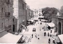 35 - SAINT MALO ** Lot De 2 Cartes ** Place Chateaubriand - CPSM Dentelée Noir Et Blanc Grand Format - Ille Et Vilaine - Saint Malo