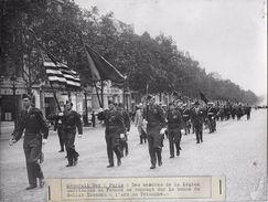 MEMORIAL DAY A PARIS /DEFILE LEGION AMERICAINE   / PHOTO VERITABLE KEYSTONE ANNEES 40.50 - Guerre, Militaire
