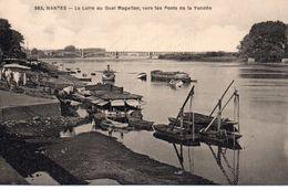 Nantes La Loire Au Quai Magellan Vers Les Ponts De La Vendée Péniches Batellerie Navigation - Nantes