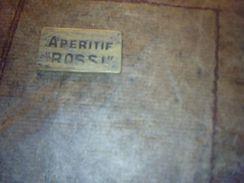 Jeton Publicitaire De Nain Jaune En Bois  Vermouth Martini & Aperitif Rossi ( Rectangulaire Petit) - Jeux De Société