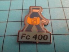Pin2117 Pin's Pins / LA POSTE / LA POSTE FC 400 FACTEUR ROBOT ? - Postes