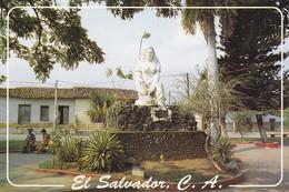 SALVADOR---monumento A La Madre En El Apacible Pueblo De Coatepeque En El Departamento De Santa Ana--voir 2 Scans - El Salvador
