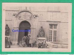 34 - Montpellier - Etudiants En Médecine à L'entrée De La Faculté - Lieux