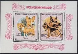 B5818 MADAGASCAR (MALAGASY) 1992, 1992 SG913 +918 On M-sheet, Dogs, Chiens  MNH - Madagascar (1960-...)