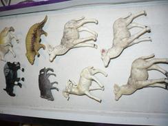 PRIOR LOT  8 FIGURINE  ANIMAUX  PUB BISCOTTE PRIOR 1970 - Figurines