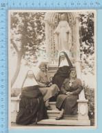 Grande Photo - Dont Deux Religieuses Hospitaliere De St-Joseph En Habits, Prise En 1927, Cornette, Chaplet Ceintures - - Personnes Identifiées