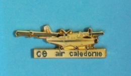 1 PIN'S //  ** C E ** AIR CALÉDONIE ** . (N° 037) - Luftfahrt