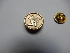 Superbe Pin's En Relief , Tir à L'arc - Tir à L'Arc