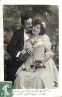 [DC11153] CPA - COPPIA CON FIORI - Viaggiata 1908 - Old Postcard - Coppie