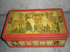 """Lot De CPA Dans Ancienne Boîte Décor""""LE ROI ALBERT RENTRANT VICTORIEUX A BRUXELLES Le 22 NOVEMBRE 1918"""". - Cartes Postales"""