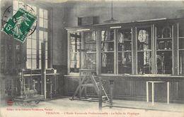 VIERZON - L'école Nationale Professionnelle; La Salle De Physique. - Vierzon