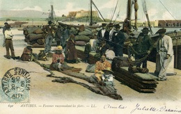 ANTIBES - Le Port - Femmes Raccommodant Les Filets - Antibes - Les Remparts