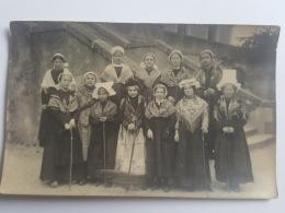 CARTES PHOTOS Anciennes GROUPE JEUNES FILLES BRETONNES CPA Animee Postcard - To Identify
