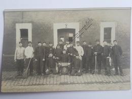 CARTES PHOTOS Anciennes GROUPE DE JEUNES HOMMES AS DE TREFLE CPA Animee Postcard - To Identify