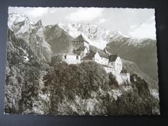 AK Liechtenstein, Schloß Vaduz Mit Blick Auf Falknisgruppe - Liechtenstein